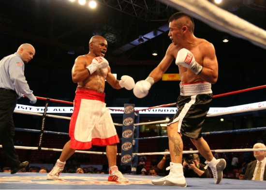 Montes De Oca fights his way clear of the ropes