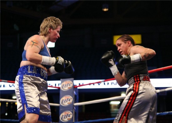 Rita Figueroa seen here advancing on Tammie Johnson in their first battle (photo by Juan C. Ayllon)