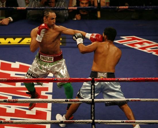 M(left) pops the jab in Diaz's face