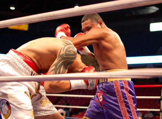Kenny Galarza (L) avoids a hook from Ilido Julio