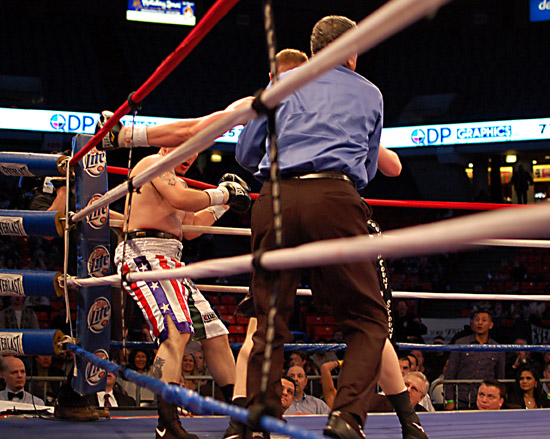 Leal (L) is cornered by Fonfara