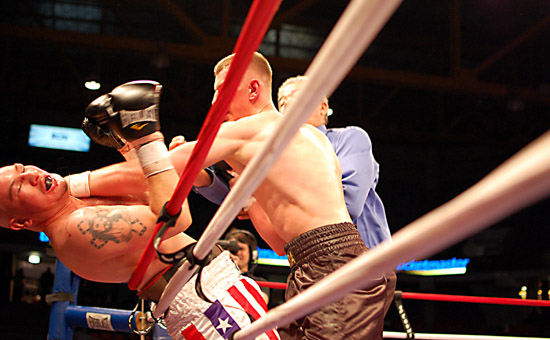 Andrej Fonfara (R) drives Adan Leal back into the ropes