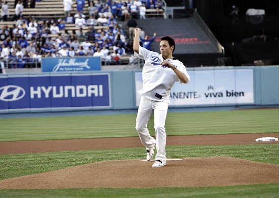 chavez_dodgers20pitch20100608_001a
