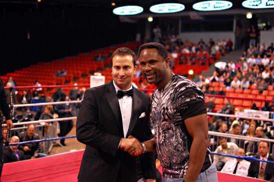 Former Chicago Bears Wide Receiver Dennis McKinnon supports Chicago boxing