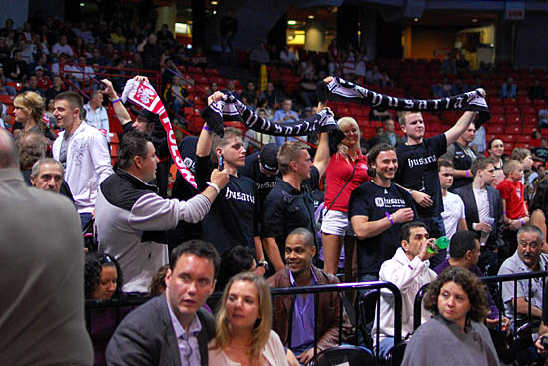 Part of Andrzej Fonfara's cheering section