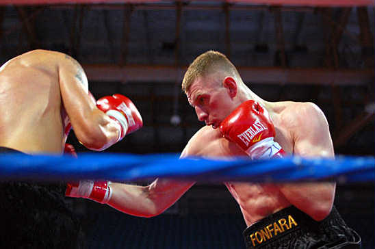 Andrzej Fonfara (R) batters Anthony Russell's Body en route to vicotry