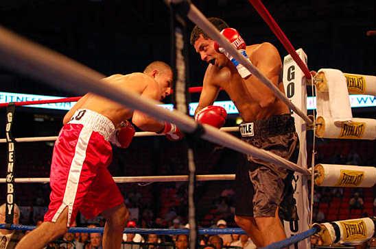 Daniel Sotelo (L) stops Ronnie Fuentez