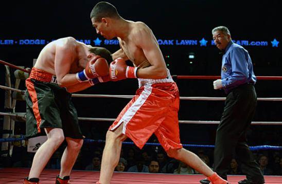 Daniel Sotelo (R) moves to finish against Dunaski