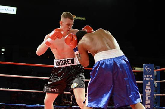 Andrzej Fonfara (L) tries to keep Phil Williams at range