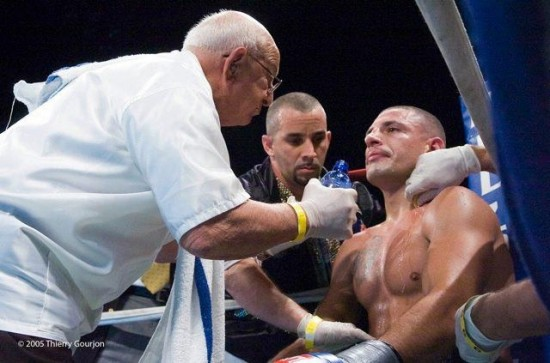 Angelo Dundee (left) tends to Estrada in a corner.