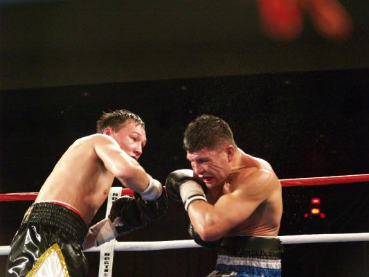 Provodnikov goes in for the KO