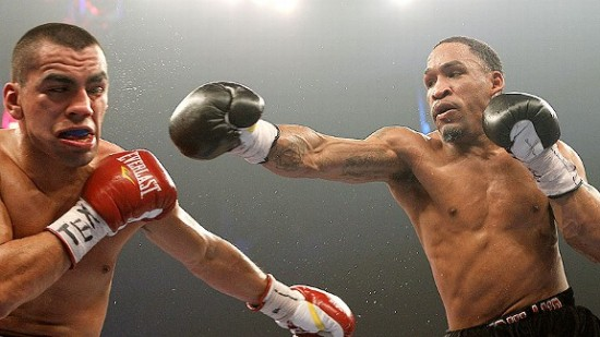 Kirkland (right) tags Molina (photo coutesy of www.wbcboxing.com)