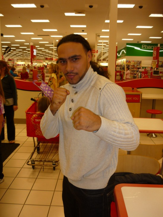 Keith Thurman strikes his fighting stance (photo by Juan C. Ayllon)