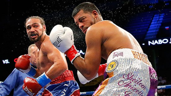 Thurman (left) lands a damaging left hook to the head of Quintana (photo courtesy of espndeportes.espn.go.com)