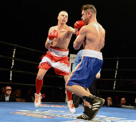 Linsenfelser (L) tries to keep Fiore at bay with his jab