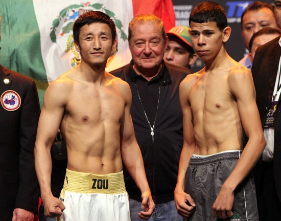 Shiming, at left, with promoter Bob Arum, center, and opponent Valenzuela (photo by Chris Farina/Top Rank Copyright 2013)