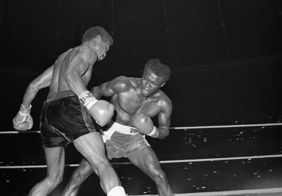 Emile Griffith (R) lands a right to Jose Napoles during a 1969 title fight in Los Angeles (AP file photo)