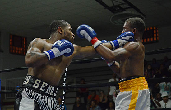 Thomas (L) beats Willis to the punch