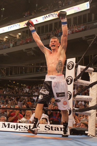 An exultant Andrzej Fonfara raises his fists in victory (Tom Barnes photo)