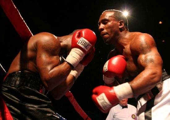 Derrick Findley, at right, takes it to William Johnson en route to a six round unanimous decision (photo by Juan C. Ayllon)