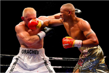 Chileba (R) nails Grachev - Photo Credits: Rich Graessle/ Main Events