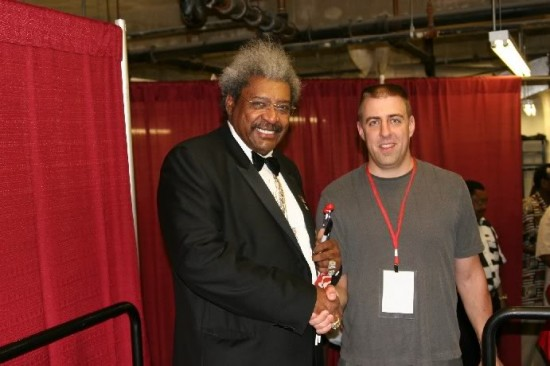 Don King, at left, shaking hands with the Cyber Boxing Zone's photographer, Tom Glunz, several years ago (photo by Juan C. Ayllon)