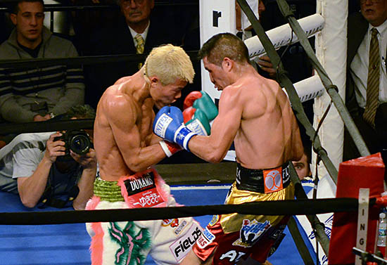 Tomoki Kameda (L) and Alejandro Hernandez mix it up in their title fight