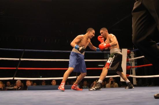 Reyes (blue) presses Maldonado.