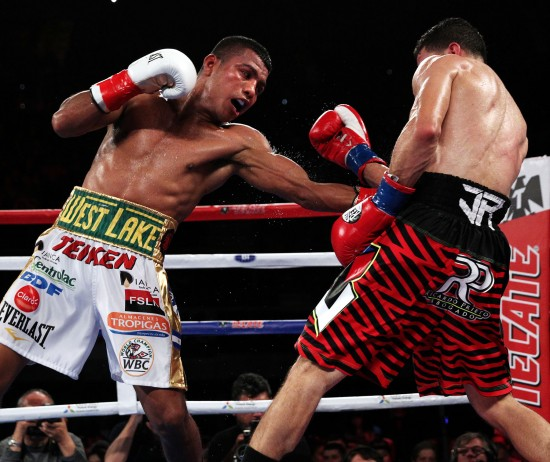 Gonzalez rips to Arroyo's midsection (photo by Chris Farina-K2 Promotions).