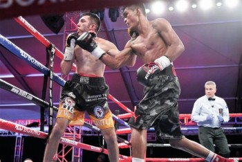 "Aston Palicte (R) won a 10-round split decision over ""Lil''"" Oscar Cantu - Photo by Manny ""Mitts"" Murillo / Roy Jones Jr. Boxing Promotions"
